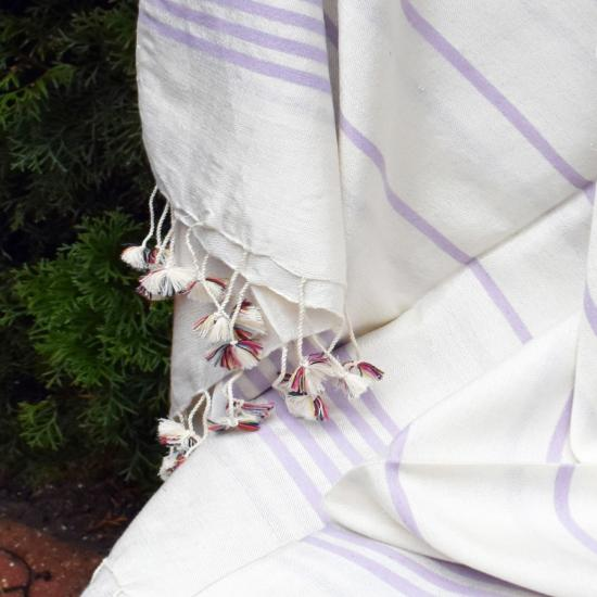 Fouta blanche à rayures mauves